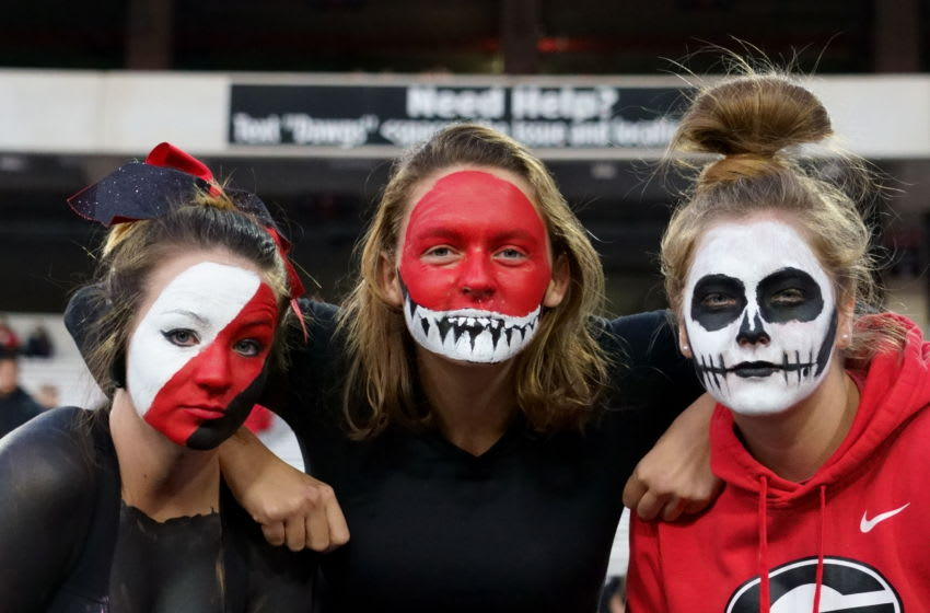 ATHENS, GA - NOVEMBER 09: Fans during a game between Missouri Tigers and Georgia Bulldogs (Photo by Steve Limentani/ISI Photos/Getty Images)