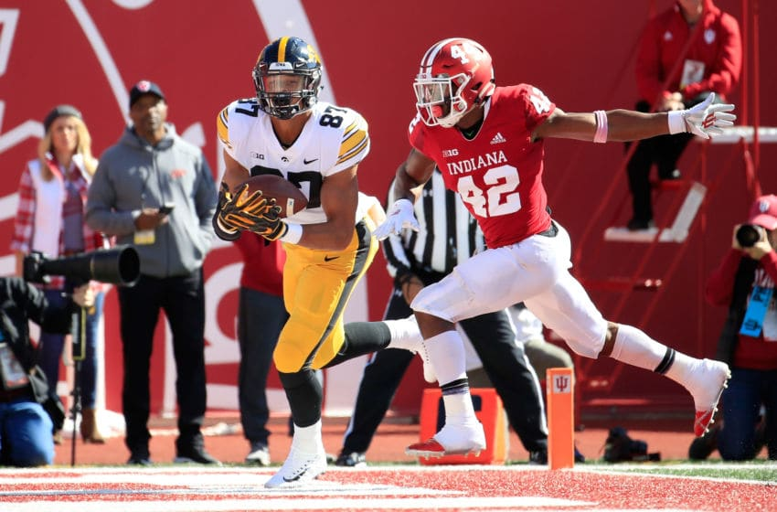 BLOOMINGTON, IN - OCTOBER 13: Noah Fant #87 of the Iowa Hawkeyes catches a touchdown pass against the Indiana Hossiers at Memorial Stadium on October 13, 2018 in Bloomington, Indiana. (Photo by Andy Lyons/Getty Images)