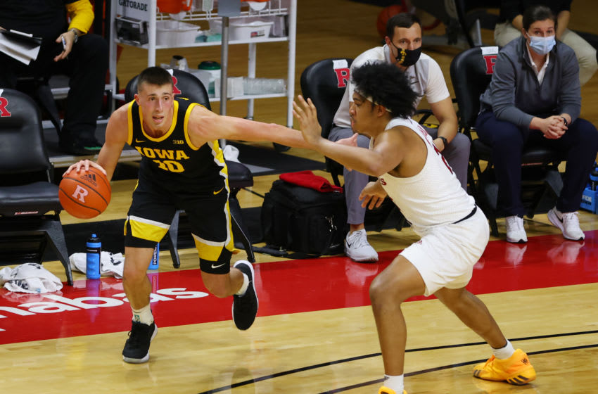 PISCATAWAY, NJ - JANUARY 02: Joe Wieskamp #10 of the Iowa Hawkeyes in action against Ron Harper Jr. #24 of the Rutgers Scarlet Knights during a college basketball game at Rutgers Athletic Center on January 2, 2021 in Piscataway, New Jersey. Iowa defeated Rutgers 77-75. (Photo by Rich Schultz/Getty Images)