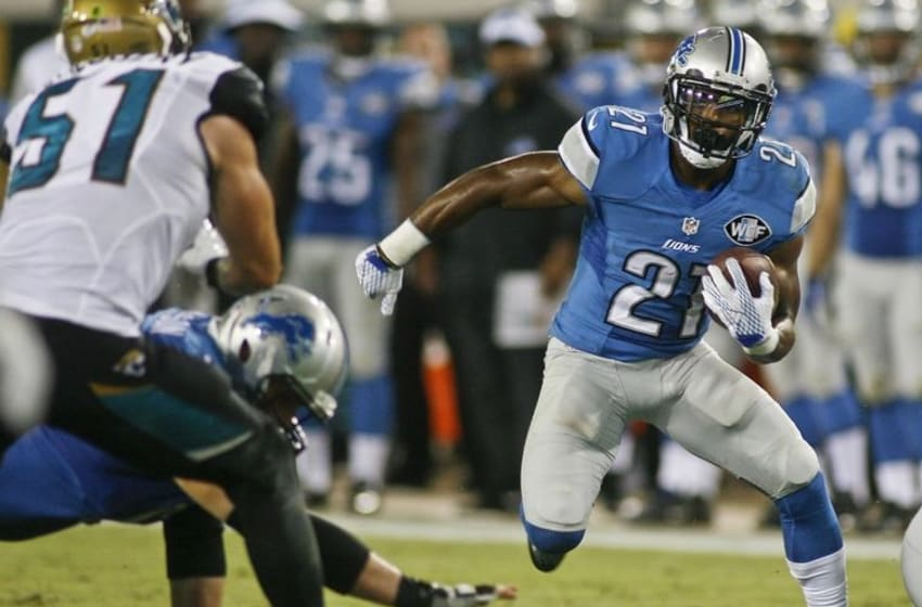Aug 28, 2015; Jacksonville, FL, USA; Detroit Lions running back Ameer Abdullah (21) carries the ball for a first down in the second quarter of a preseason NFL football game against the Jacksonville Jaguars at EverBank Field. Mandatory Credit: Phil Sears-USA TODAY Sports