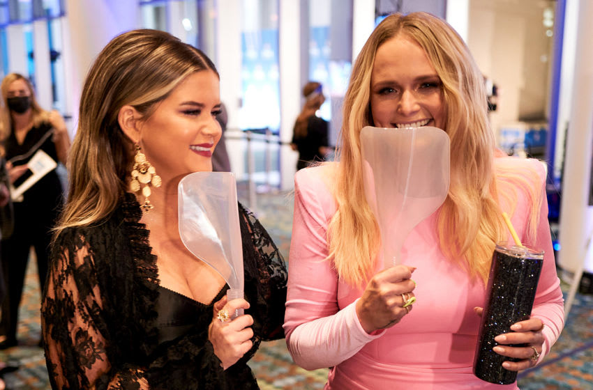 NASHVILLE, TENNESSEE - NOVEMBER 11: (EDITORS NOTE: Retransmission with alternate crop.) (FOR EDITORIAL USE ONLY) Maren Morris and Miranda Lambert attend the 54th Annual CMA Awards at Music City Center on November 11, 2020 in Nashville, Tennessee. (Photo by John Shearer/Getty Images for CMA)
