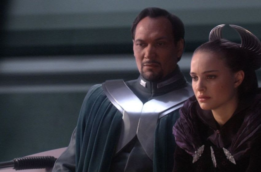 Natalie Portman and Jimmy Smits in Star Wars: Episode III - Revenge of the Sith (2005)© Lucasfilm Ltd. & TM. All Rights Reserved.