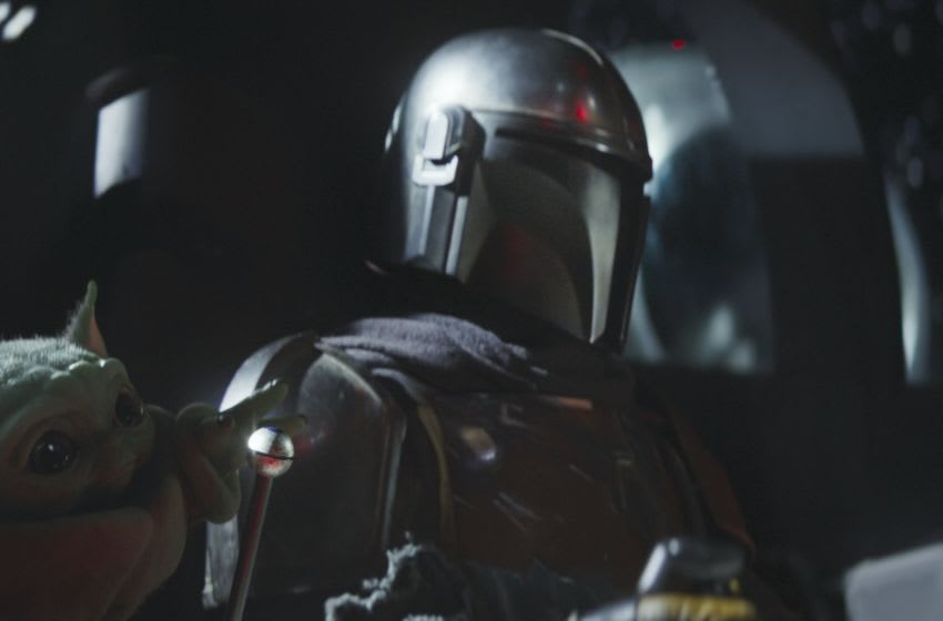 Chapter 3. The Child and the Mandalorian (Pedro Pascal) in THE MANDALORIAN, exclusively on Disney+