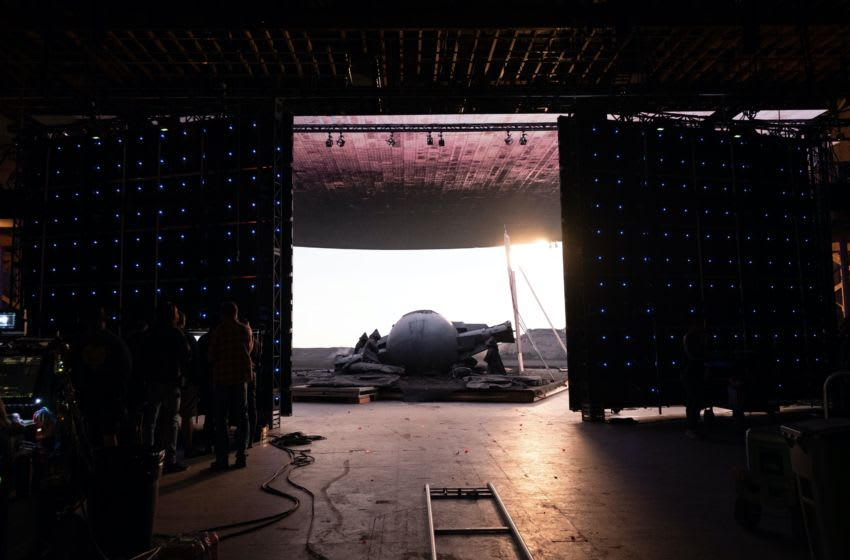 "Disney Gallery: The Mandalorian Episode 4 ""Technology"" - On the set of THE MANDALORIAN"