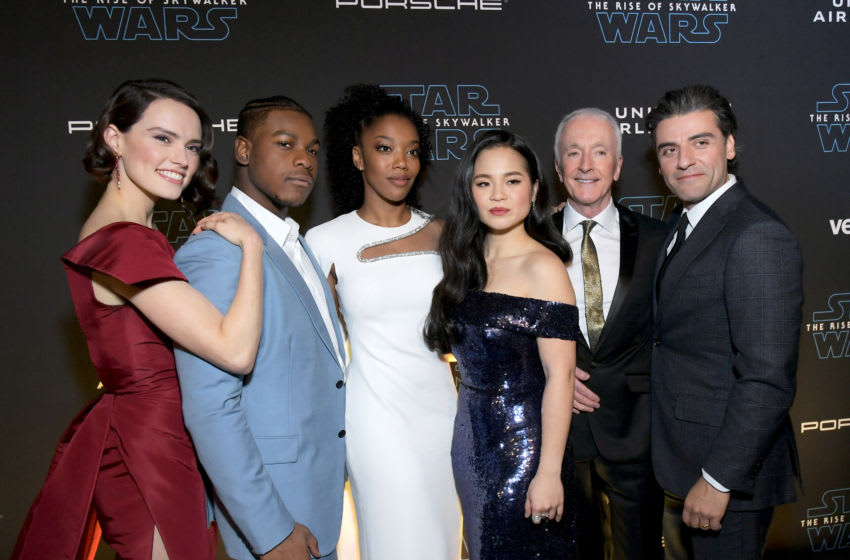 HOLLYWOOD, CALIFORNIA - DECEMBER 16: (L-R) Daisy Ridley, John Boyega, Naomi Ackie, Kelly Marie Tran, Anthony Daniels and Oscar Isaac arrive for the World Premiere of