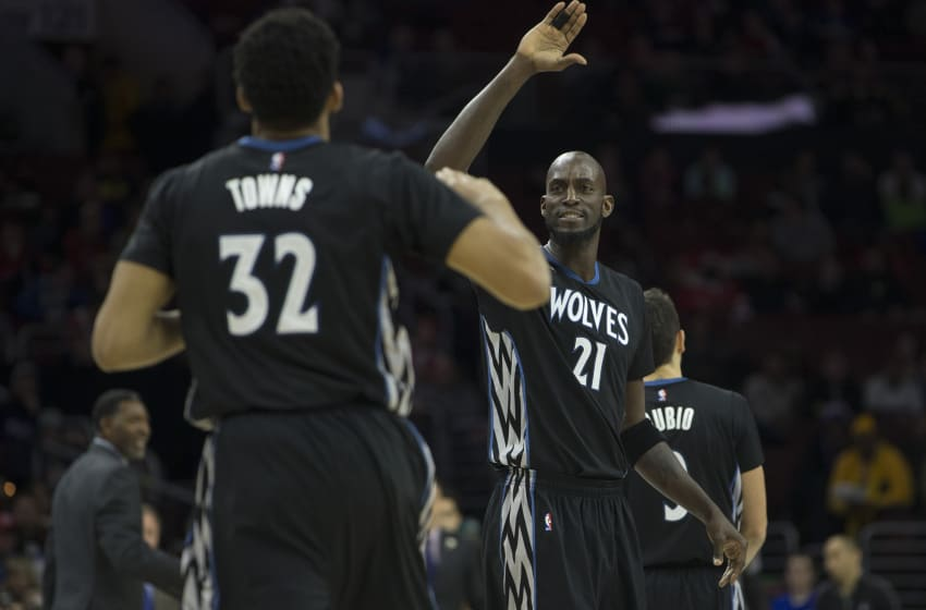 Kevin Garnett of the Minnesota Timberwolves high fives Karl-Anthony Towns. (Photo by Mitchell Leff/Getty Images)