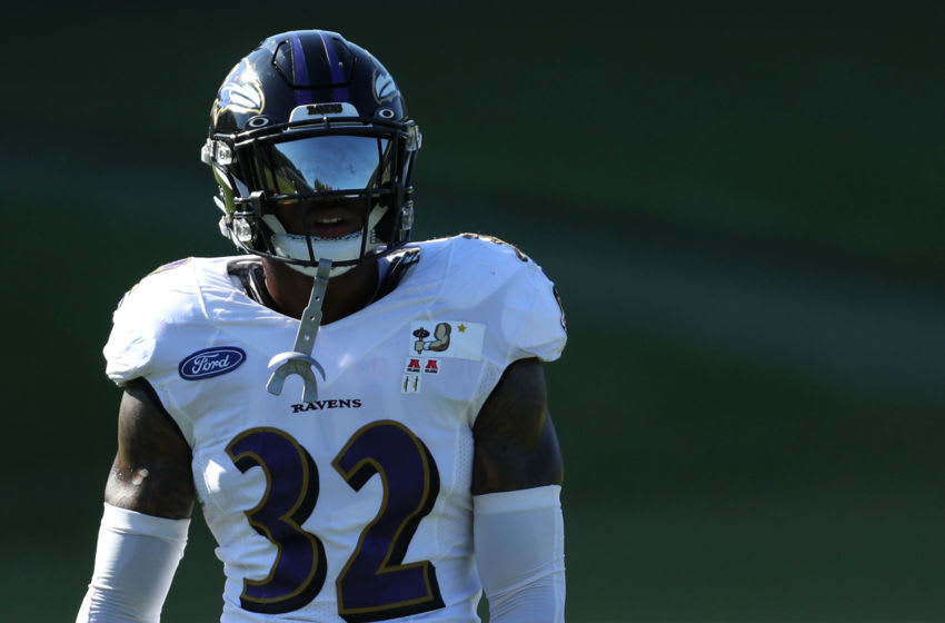 OWINGS MILLS, MARYLAND - AUGUST 18: Safety DeShon Elliott #32 of the Baltimore Ravens trains during the Baltimore Ravens Training Camp at Under Armour Performance Center Baltimore Ravens on on August 18, 2020 in Owings Mills, Maryland. (Photo by Patrick Smith/Getty Images)