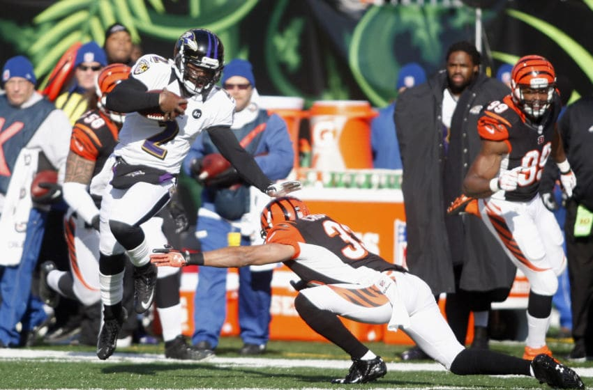 CINCINNATI, OH - DECEMBER 30: Tyrod Taylor #2 of the Baltimore Ravens runs the football upfield during the game against the Cincinnati Bengals at Paul Brown Stadium on December 30, 2012 in Cincinnati, Ohio. (Photo by John Grieshop/Getty Images)