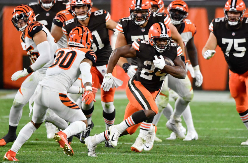 CLEVELAND, OH - SEPTEMBER 17: Nick Chubb #24 of the Cleveland Browns in action against the Cincinnati Bengals at FirstEnergy Stadium on September 17, 2020 in Cleveland, Ohio. (Photo by Jamie Sabau/Getty Images)