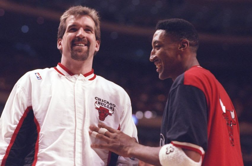 Bill Wennington, Scottie Pippen, Chicago Bulls. (Mandatory Credit: Jonathan Daniel /Allsport)