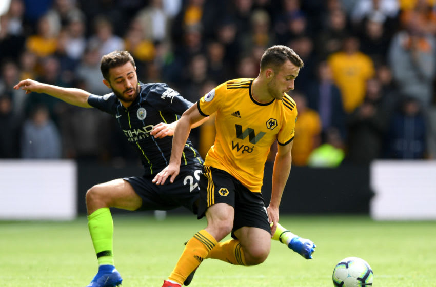 WOLVERHAMPTON, ENGLAND - AUGUST 25: Diogo Jota of Wolverhampton Wanderers and Bernardo Silva of Manchester City battle for the ball during the Premier League match between Wolverhampton Wanderers and Manchester City at Molineux on August 25, 2018 in Wolverhampton, United Kingdom. (Photo by Shaun Botterill/Getty Images)