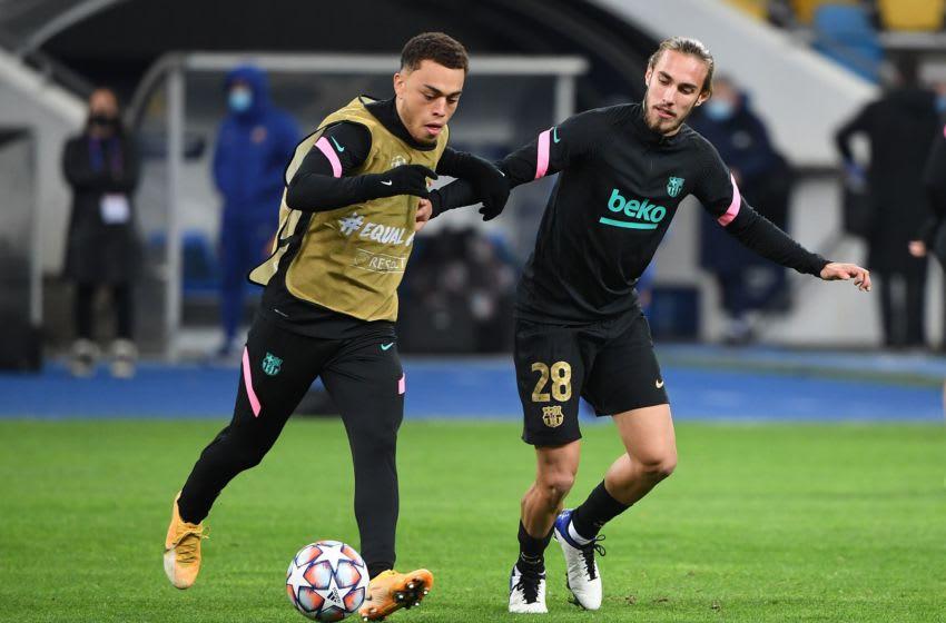 Barcelona's Spanish defender Oscar Mingueza (R) and Barcelona's US defender Sergino Dest. (Photo by SERGEI SUPINSKY/AFP via Getty Images)
