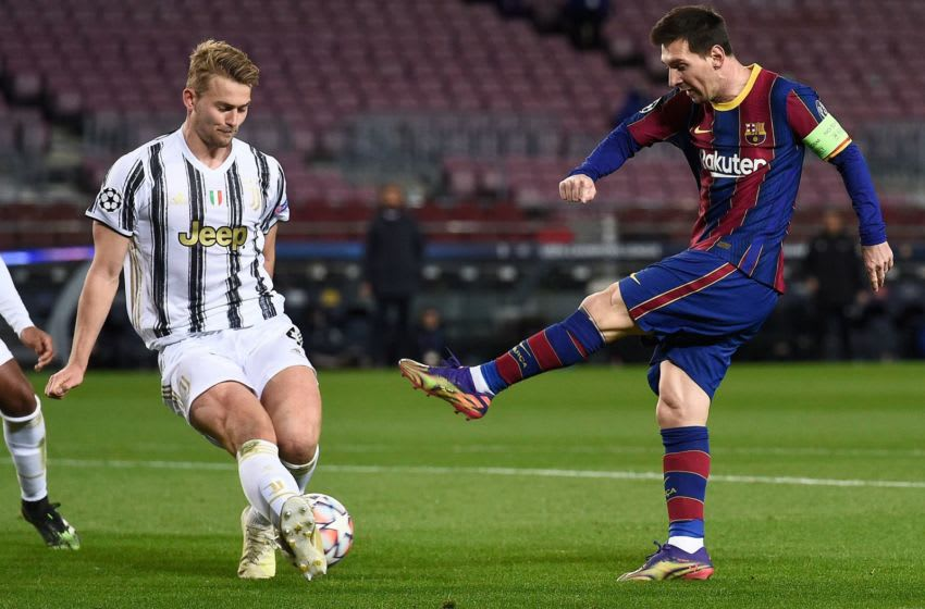 Barcelona's Argentinian forward Lionel Messi (R) challenges Juventus' Dutch defender Matthijs De Ligt. (Photo by JOSEP LAGO/AFP via Getty Images)