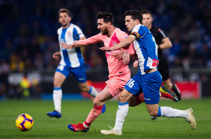 BARCELONA, SPAIN - DECEMBER 08: Lionel Messi of FC Barcelona conducts the ball under pressure from Javi Lopez of RCD Espanyol during the La Liga match between RCD Espanyol and FC Barcelona at RCDE Stadium on December 08, 2018 in Barcelona, Spain. (Photo by Alex Caparros/Getty Images)