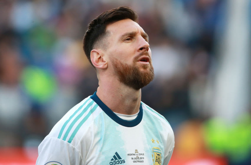 SAO PAULO, BRAZIL - JULY 06: Lionel Messi of Argentina sings the national anthem prior to the Copa America Brazil 2019 Third Place match between Argentina and Chile at Arena Corinthians on July 06, 2019 in Sao Paulo, Brazil. (Photo by Alessandra Cabral/Getty Images)