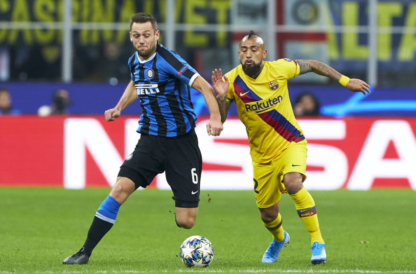 Stefan de Vrij of Inter competes for the ball with Arturo Vidal (Photo by Quality Sport Images/Getty Images)