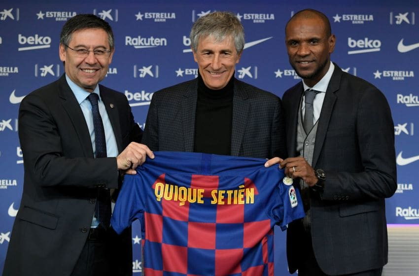 TOPSHOT - Barcelona's president Josep Maria Bartomeu (L) and football director Eric Abidal (R) pose with Barcelona's new coach Quique Setien (C) during his official presentation in Barcelona on January 14, 2020, after signing his new contract with the Catalan club. (Photo by LLUIS GENE / AFP) (Photo by LLUIS GENE/AFP via Getty Images)