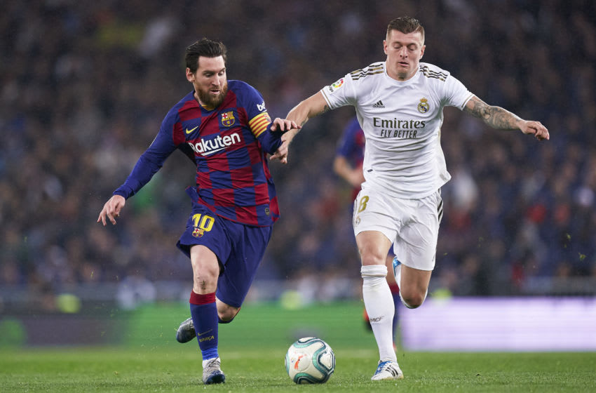 MADRID, SPAIN - MARCH 01: Toni Kroos of Real Madrid competes for the ball with Lionel Messi of FC Barcelona during the La Liga match between Real Madrid CF and FC Barcelona at Estadio Santiago Bernabeu on March 01, 2020 in Madrid, Spain. (Photo by Mateo Villalba/Quality Sport Images/Getty Images)