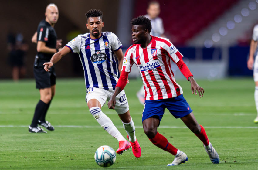 MADRID, SPAIN - JUNE 20: (BILD ZEITUNG OUT) Matheus Fernandes of Real Valladolid CF and Thomas Teye Partey of Atletico de Madrid battle for the ball during the Liga match between Club Atletico de Madrid and Real Valladolid CF at Wanda Metropolitano on June 20, 2020 in Madrid, Spain. (Photo by Alejandro Rios/DeFodi Images via Getty Images)