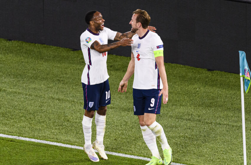Harry Kane of England celebrates with his teammate Raheem Sterling (L) . (Photo by Marcio Machado/Eurasia Sport Images/Getty Images)