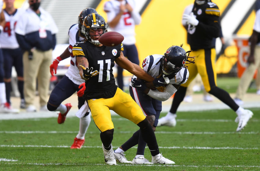 PITTSBURGH, PA - SEPTEMBER 27: Chase Claypool #11 of the Pittsburgh Steelers can't make a catch in front of Bradley Roby #21 of the Houston Texans during the third quarter at Heinz Field on September 27, 2020 in Pittsburgh, Pennsylvania. (Photo by Joe Sargent/Getty Images)