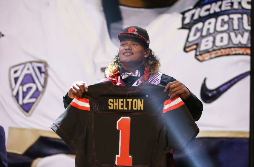 CHICAGO, IL - APRIL 30: Danny Shelton of the Washington Huskies holds up a jersey after being picked #12 overall by the Cleveland Browns during the first round of the 2015 NFL Draft at the Auditorium Theatre of Roosevelt University on April 30, 2015 in Chicago, Illinois. (Photo by Jonathan Daniel/Getty Images)