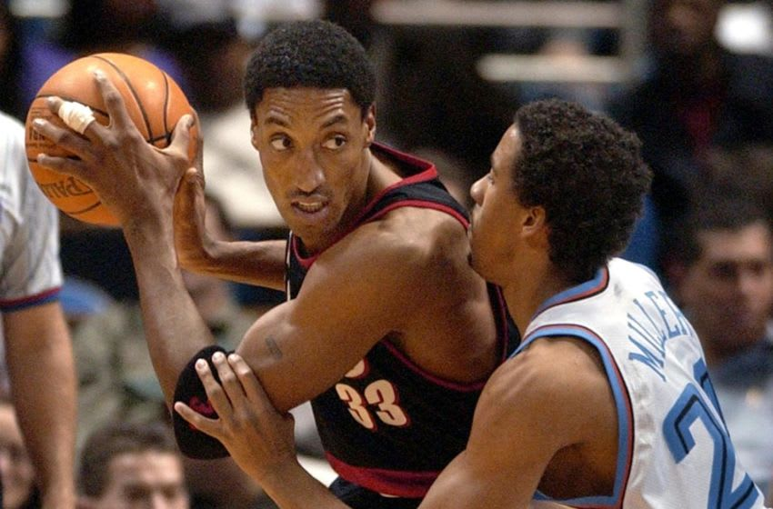 CLEVELAND, UNITED STATES: Portland Trail Blazers guard Scottie Pippen (L) works against Cleveland Cavaliers guard Andre Miller (R) during the first quarter, 07 January, 2002 at Gund Arena in Cleveland, Ohio. Portland defeated Cleveland 98-72. AFP PHOTO/DAVID MAXWELL (Photo credit should read DAVID MAXWELL/AFP via Getty Images)