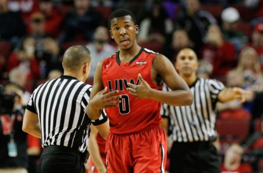 How long is each period in college basketball - Answers