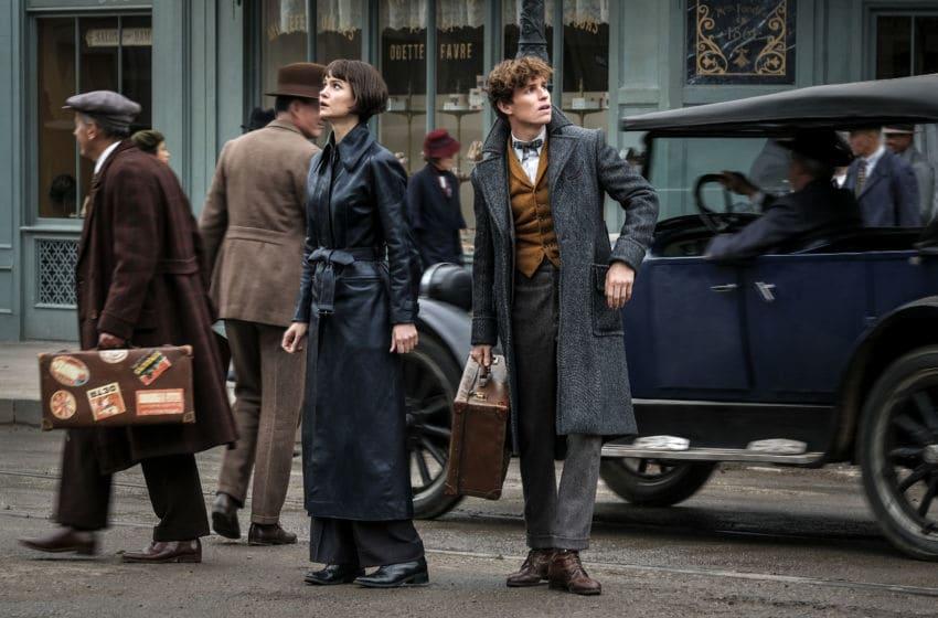(L-R) KATHERINE WATERSTON as Tina Goldstein and EDDIE REDMAYNE as Newt Scamander in Warner Bros. Pictures' fantasy adventure