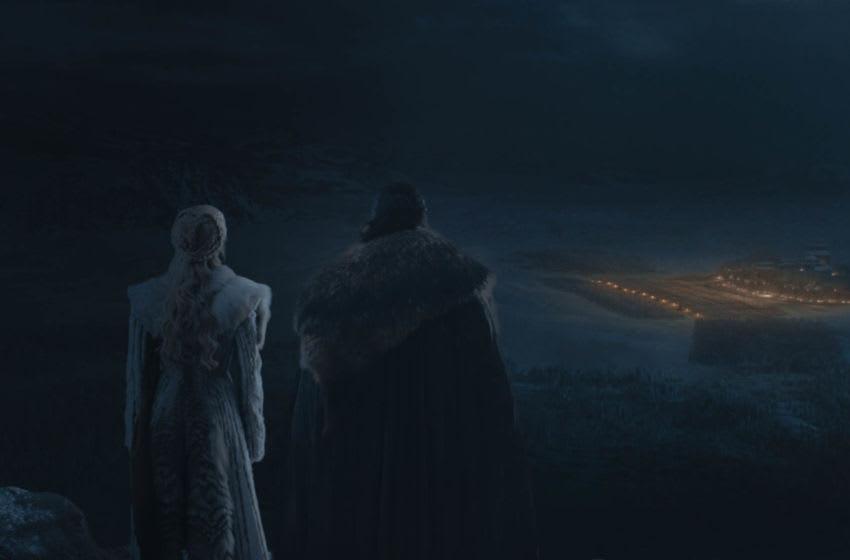 (L to R) Emilia Clarke as Daenery s Targaryen and Kit Harington as Jon Snow – Photo : Courtesy of HBO