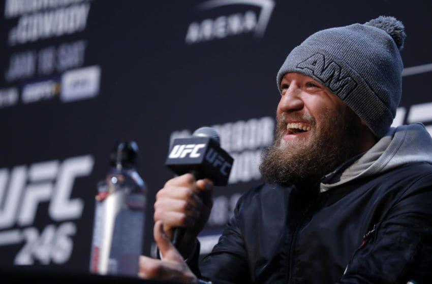 LAS VEGAS, NEVADA - 16 JANVIER: Combattant poids plume Conor McGregor rit pendant l'UFC 246 Ultimate Media Day le 16 janvier 2020 à Las Vegas, Nevada. McGregor affrontera Donald Cerrone à l'UFC 246 le 18 janvier à Las Vegas. (Photo de Steve Marcus / Getty Images)