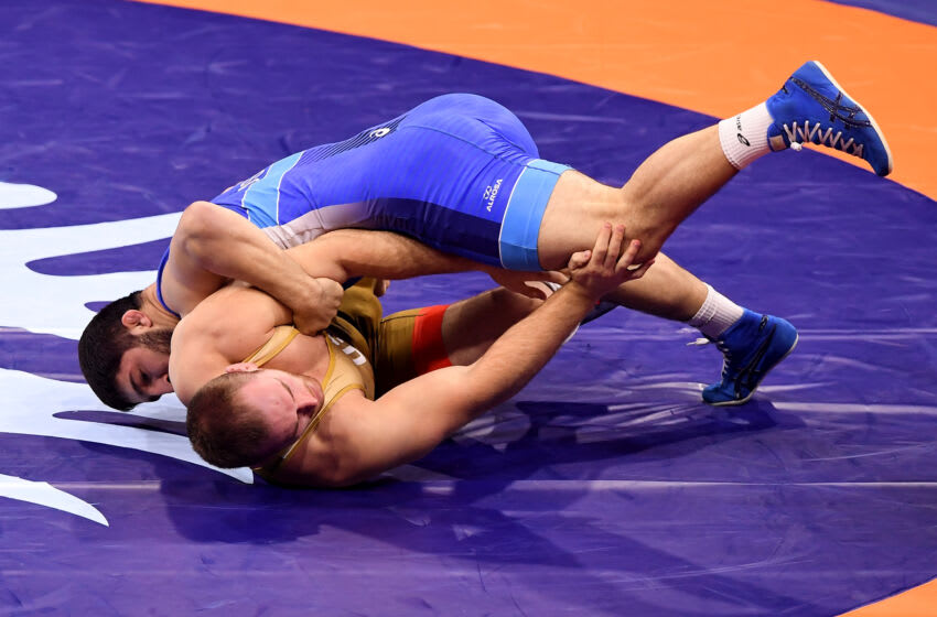 Russia's Abdulrashid Sadulaev (blue) and US Kyle Frederick Snyder (yellow) compete during the final of men's freestyle wrestling -97kg category at the World Wrestling Championships in Budapest, Hungary on October 23, 2018. (Photo by ATTILA KISBENEDEK / AFP) (Photo credit should read ATTILA KISBENEDEK/AFP via Getty Images)