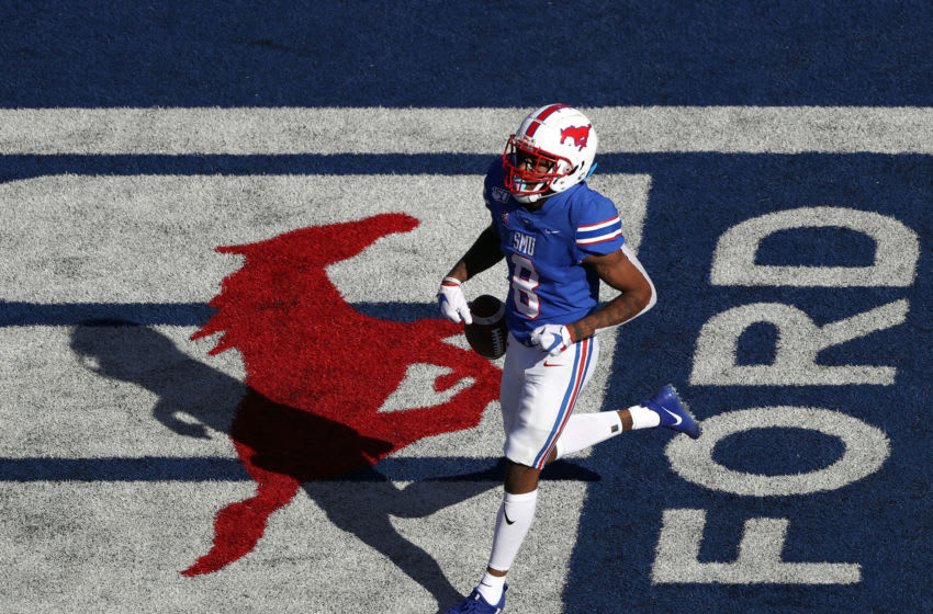 DALLAS, TEXAS - OCTOBER 19: Reggie Roberson Jr. #8 of the Southern Methodist Mustangs makes a 75-yard touchdown pass reception against the Temple Owls in the second quarter at Gerald J. Ford Stadium on October 19, 2019 in Dallas, Texas. (Photo by Ronald Martinez/Getty Images)