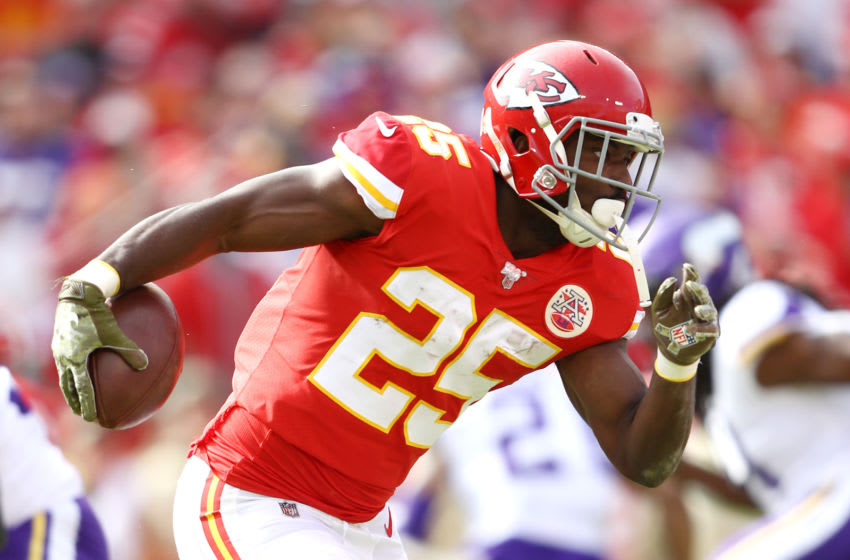 KANSAS CITY, MISSOURI - NOVEMBER 03: LeSean McCoy #25 of the Kansas City Chiefs runs with the ball during the first half against the Minnesota Vikings at Arrowhead Stadium on November 03, 2019 in Kansas City, Missouri. (Photo by Jamie Squire/Getty Images)