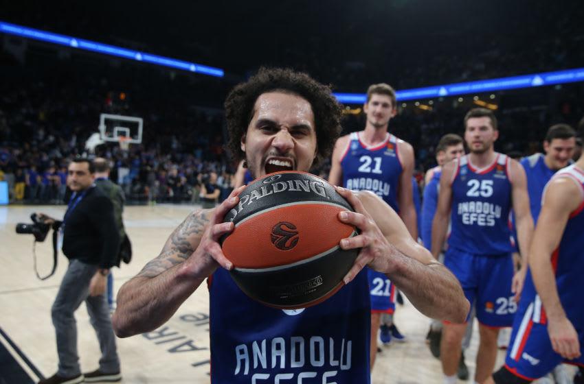 Shane Larkin, #0, Anadolu Efes, (Photo by Tolga Adanali/Euroleague Basketball via Getty Images)
