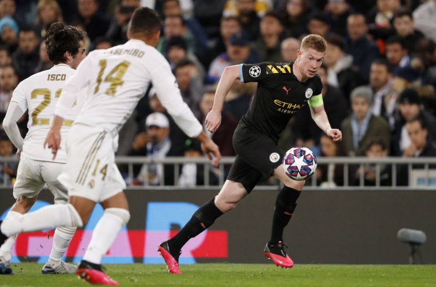 (L-R) Isco of Real Madrid, Casemiro of Real Madrid, Kevin De Bruyne of Manchester City during the UEFA Champions League round of 16 first leg match between Real Madrid and Manchester City FC at the Santiago Bernabeu stadium on February 26, 2020 in Madrid, Spain(Photo by ANP Sport via Getty Images)