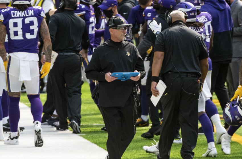 MINNEAPOLIS, MN - SEPTEMBER 27: Minnesota Vikings head coach Mike Zimmer wears a clear face shield on the sidelines in the first quarter of the game against the Tennessee Titans at U.S. Bank Stadium on September 27, 2020 in Minneapolis, Minnesota. (Photo by Stephen Maturen/Getty Images)