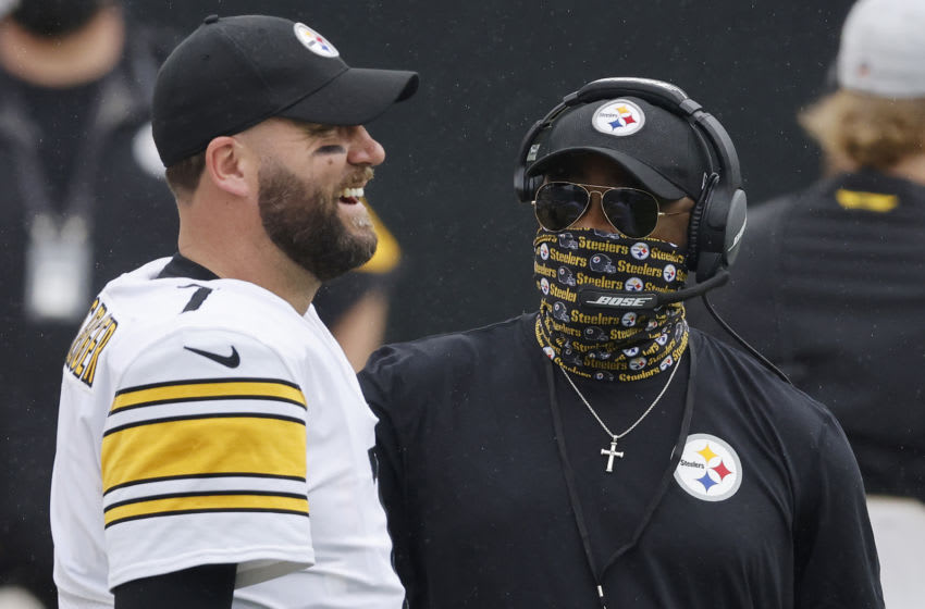JACKSONVILLE, FLORIDA - NOVEMBER 22: Ben Roethlisberger #7 of the Pittsburgh Steelers laughs with head coach Mike Tomlin against the Jacksonville Jaguars at TIAA Bank Field on November 22, 2020 in Jacksonville, Florida. (Photo by Michael Reaves/Getty Images)
