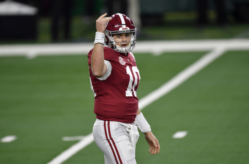 ARLINGTON, TEXAS - JANUARY 01: Mac Jones #10 of the Alabama Crimson Tide directs the offense during the College Football Playoff Semifinal at the Rose Bowl football game against the Notre Dame Fighting Irish at AT&T Stadium on January 01, 2021 in Arlington, Texas. The Alabama Crimson Tide defeated the Notre Dame Fighting Irish 31-14. (Photo by Alika Jenner/Getty Images)