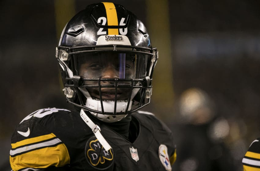 PITTSBURGH, PA - DECEMBER 10: Pittsburgh Steelers Running Back Le'Veon Bell (26) looks on during the game between the Baltimore Ravens and the Pittsburgh Steelers on December 10, 2017 at Heinz Field in Pittsburgh, Pa. (Photo by Mark Alberti/ Icon Sportswire)