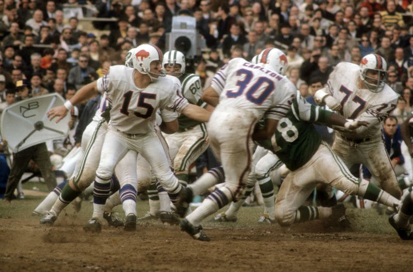 NEW YORK - CIRCA 1968: Quarterback Jack Kemp #15 of the Buffalo Bills hands the ball off to running back Wray Carlton #30 against the New York Jets circa 1968 during an NFL football game at Shea Stadium in the Queens borough of New York City. Kemp played for the Bills from 1962-69. (Photo by Focus on Sport/Getty Images)