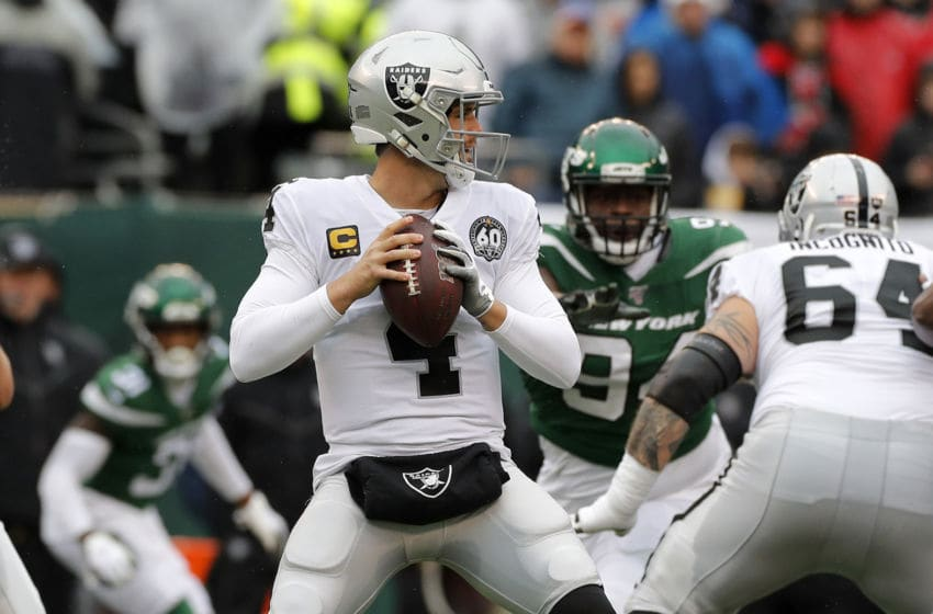 EAST RUTHERFORD, NEW JERSEY - NOVEMBER 24: (NEW YORK DAILIES OUT) Derek Carr #4 of the Oakland Raiders in action against the New York Jets at MetLife Stadium on November 24, 2019 in East Rutherford, New Jersey. The Jets defeated the Raiders 34-3. (Photo by Jim McIsaac/Getty Images)