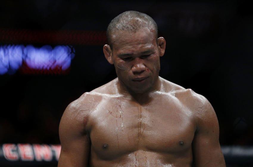 SUNRISE, FLORIDE - 27 avril: Ronaldo Souza du Brésil réagit lors de son combat de poids moyen contre Jack Hermansson de Suède à l'UFC Fight Night au BB&T Center le 27 avril 2019 à Sunrise, en Floride. (Photo de Michael Reaves / Getty Images)