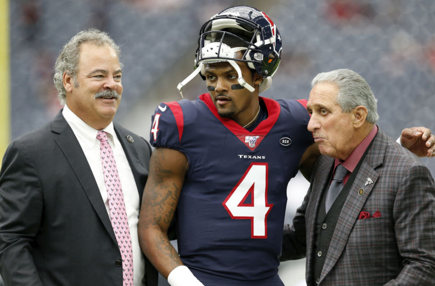 HOUSTON, TX - OCTOBER 06: Deshaun Watson #4 of the Houston Texans, Cal McNair Chariman and CEO of the Houston Texans and Arthur Blank Owner of the Atlanta Falcons talk before the game at NRG Stadium on October 6, 2019 in Houston, Texas. (Photo by Tim Warner/Getty Images)