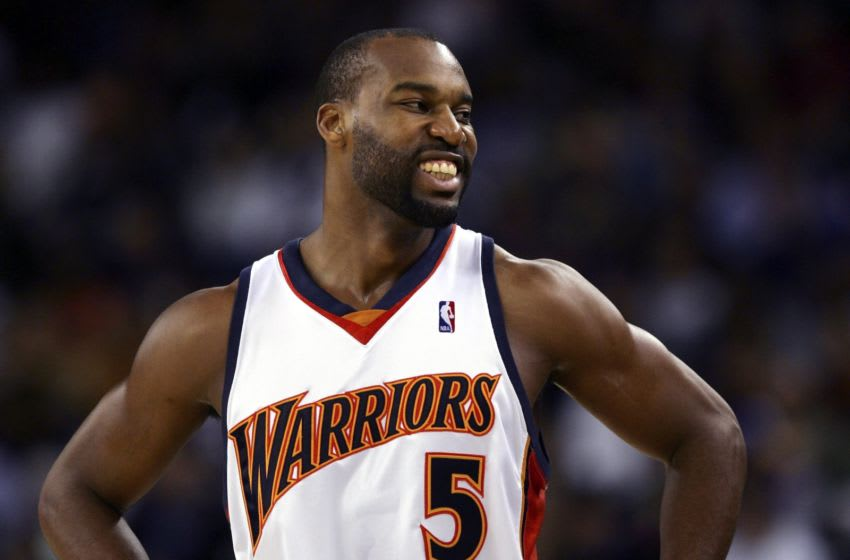 OAKLAND, CA - NOVEMBER 16: Baron Davis #5 of the Golden State Warriors smiles during a game against the Sacramento Kings on November 16, 2006 at Oracle Arena in Oakland, California. NOTE TO USER: User expressly acknowledges and agrees that, by downloading and/or using this Photograph, user is consenting to the terms and conditions of the Getty Images License Agreement. (Photo by Jed Jacobsohn/Getty Images)