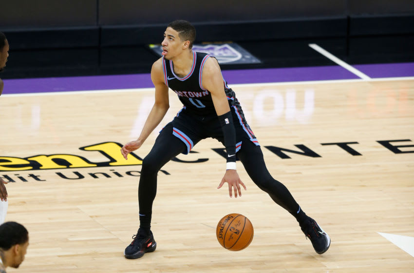 SACRAMENTO, CALIFORNIA - APRIL 26: Tyrese Haliburton #0 of the Sacramento Kings dribbles the ball up court in the fourth quarter against the Dallas Mavericks at Golden 1 Center on April 26, 2021 in Sacramento, California. NOTE TO USER: User expressly acknowledges and agrees that, by downloading and or using this photograph, User is consenting to the terms and conditions of the Getty Images License Agreement. (Photo by Lachlan Cunningham/Getty Images)