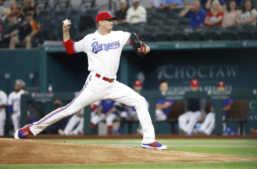 thời trang nữ ARLINGTON, TX - JUNE 9: Kyle Gibson #44 of the Texas Rangers delivers against the San Francisco Giants during the first inning at Globe Life Field on June 9, 2021 in Arlington, Texas. (Photo by Ron Jenkins/Getty Images)