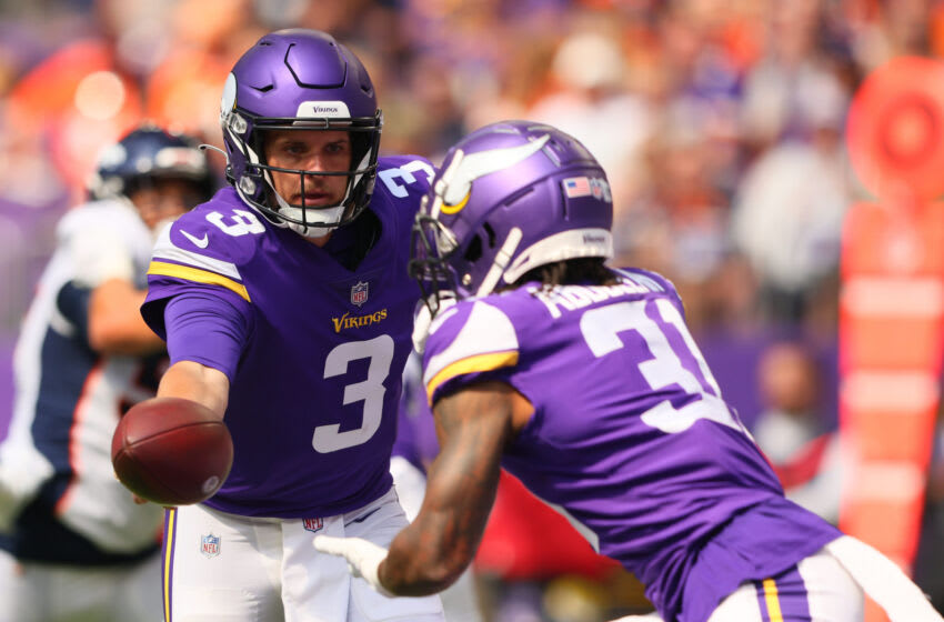 Jake Browning of the Minnesota Vikings passes the ball to Ameer Abdullah in the first quarter of the preseason against the Denver Broncos.  (Photo by Adam Bettcher / Getty Images)