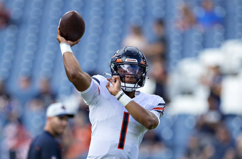 Justin Fields of the Chicago Bears warms up before an NFL reconciliation game against the Tennessee Titans.  (Photo by Wesley Hitt / Getty Images)