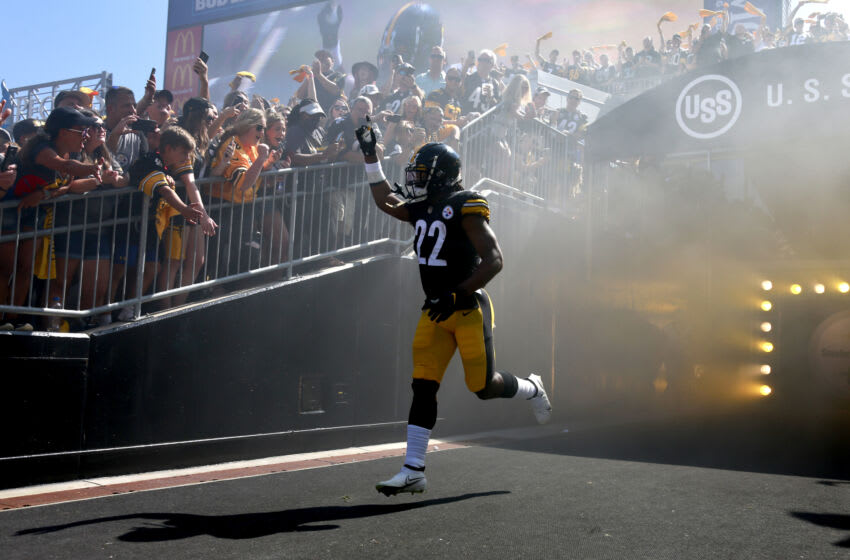PITTSBURGH, PENNSYLVANIA - SEPTEMBER 19: Running back Najee Harris #22 of the Pittsburgh Steelers takes the field before the game against the Las Vegas Raiders at Heinz Field on September 19, 2021 in Pittsburgh, Pennsylvania. (Photo by Justin K. Aller/Getty Images)